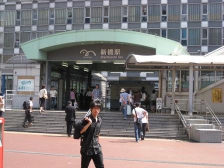 ゆりかもめ新橋駅入り口の写真