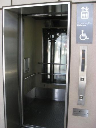 ゆりかもめお台場海浜公園駅エレベーター(ミラーあり)の写真