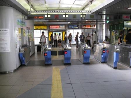ゆりかもめお台場海浜公園駅改札の写真