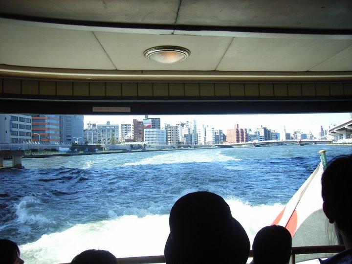 後部デッキから水上バス後ろの写真
