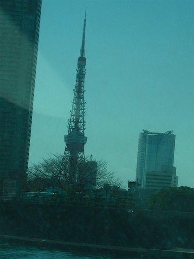 ヒミコから見る東京タワー(写真)