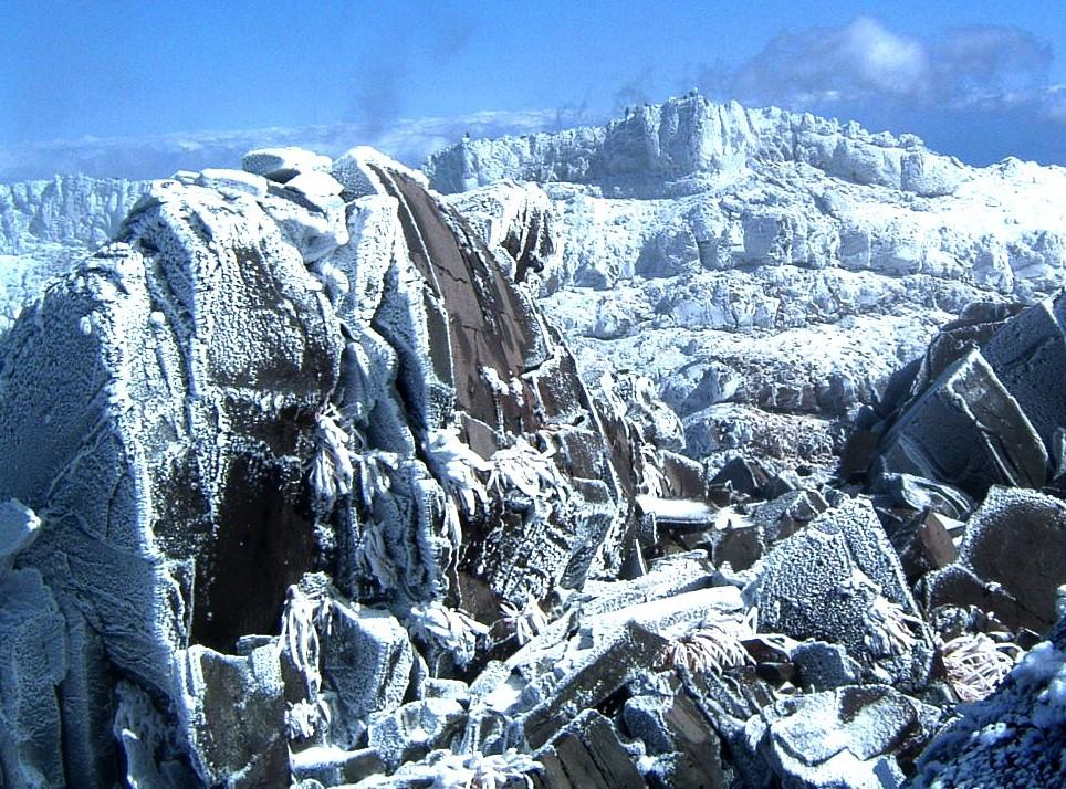 0801012鳥海山山頂から外輪山 052a.jpg