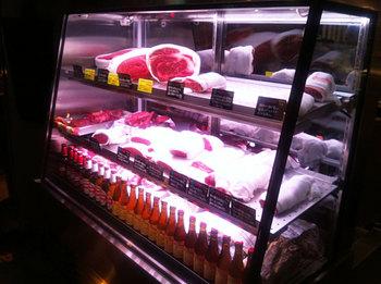 お肉のショーケース.jpg