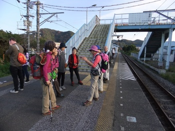 保田駅にて.jpg