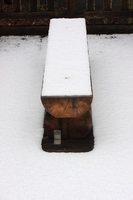 雪のベンチ0217.JPG