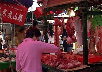 DSCF0070 (2) 豚肉さわる客.jpg