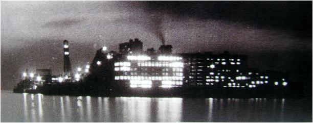 これは軍艦島と言うよりタイタニックだ.JPG