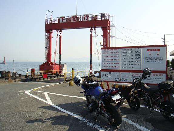 船を待つバイク.JPG