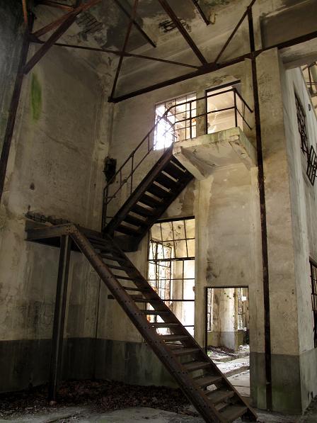 錆びた階段.JPG