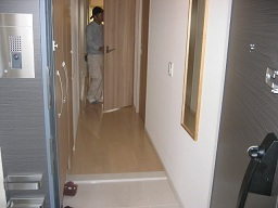 玄関廊下-施工前.jpg