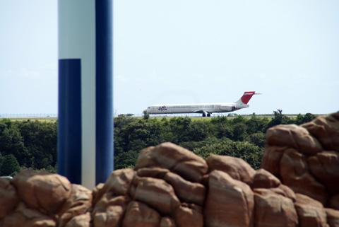 白浜空港とJAL機.jpg