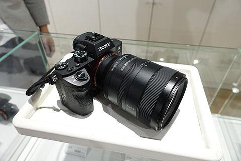 SEL100F28GM-Store-09.jpg