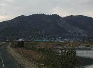 鉄橋と七宝山
