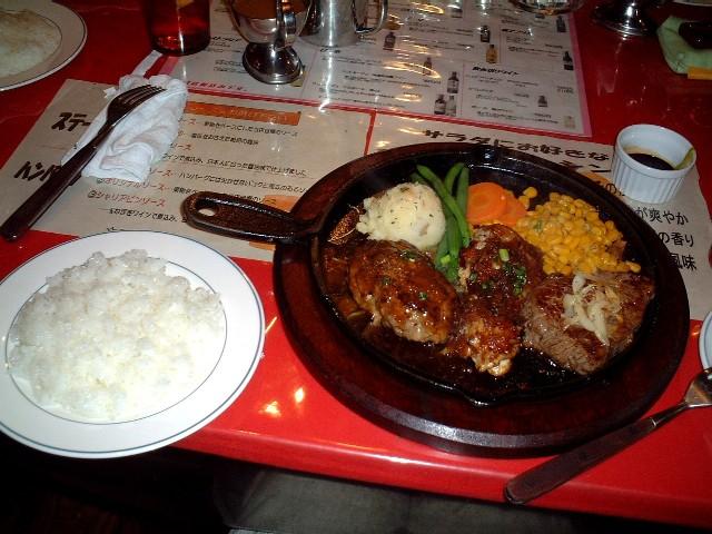 左から、ハンバーグ・鶏肉・牛ステーキ